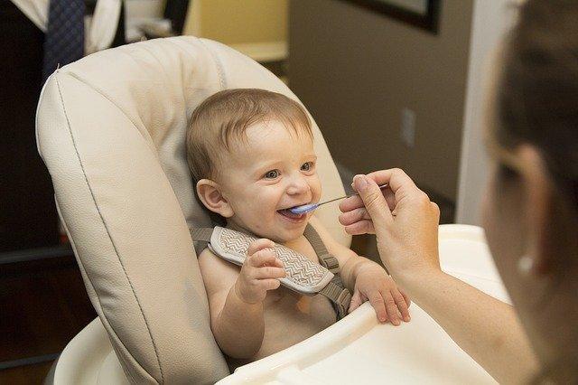 La diversification alimentaire du bébé : petit guide pour les parents
