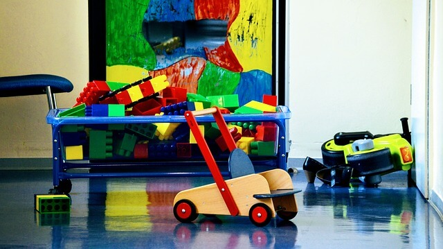 Comment trouver une babysitter grâce au site Nounouland spécialiste du babysitting