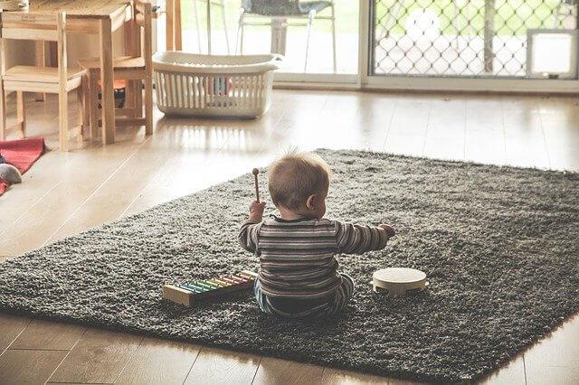 Pourquoi les bébés ont besoin de jouer ?